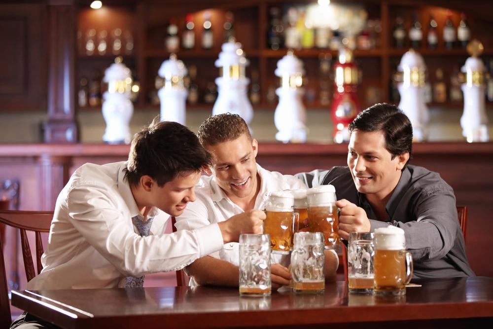 Сколько держится алкоголь в крови? Через сколько из организма выветривается пиво, водка, коньяк, вино, шампанское? Сколько выветривается алкоголь: таблица